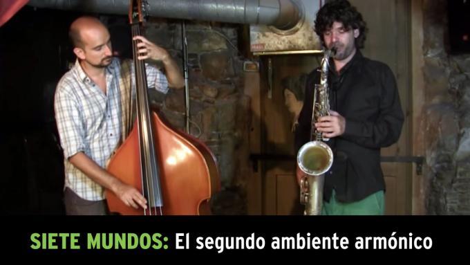 Demostración de la improvisación modal con saxo tenor y contrabajo
