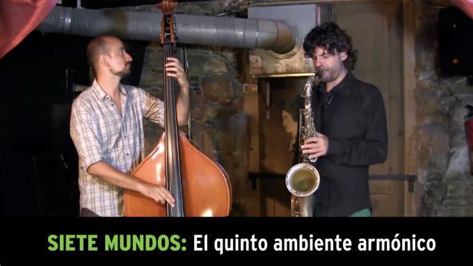 Jam de improvisación modal con saxo tenor y contrabajo
